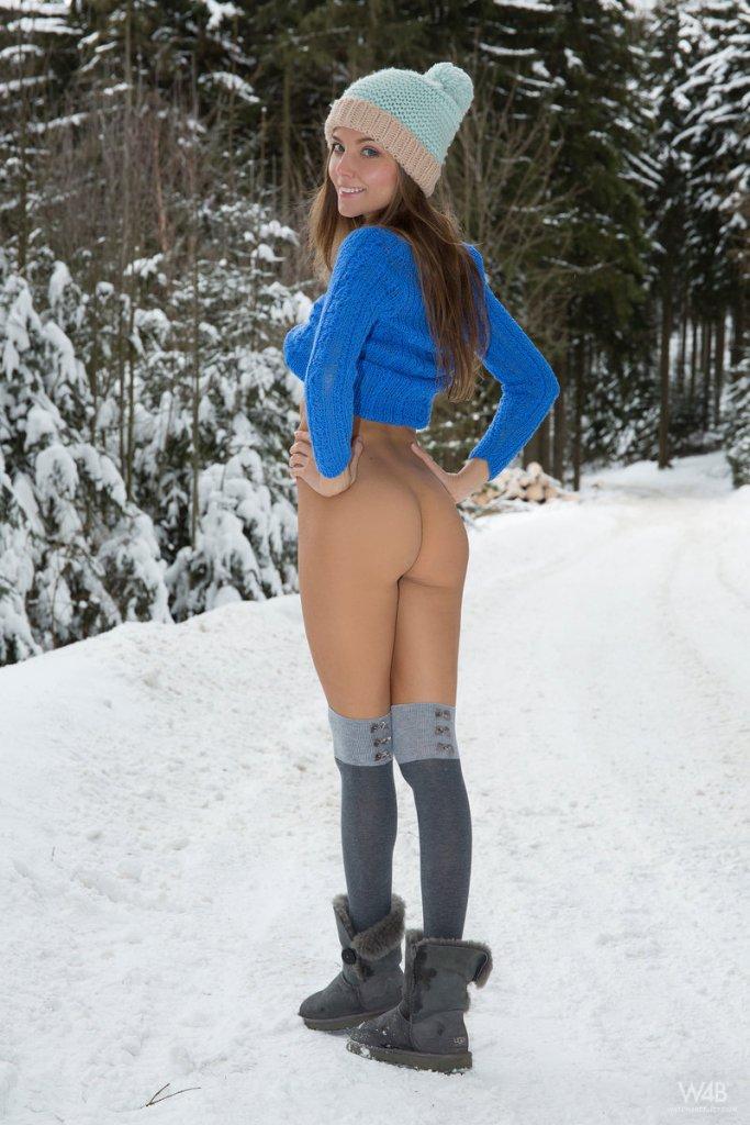 Erotic model and nudist Katya Clover