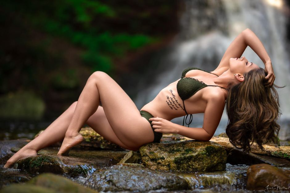 Freelance Model Jenny Bee